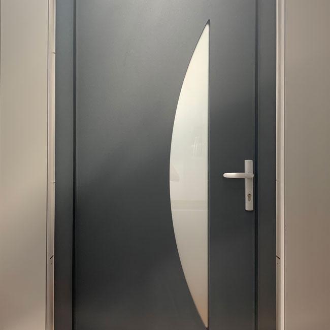 Esposizione porta nera